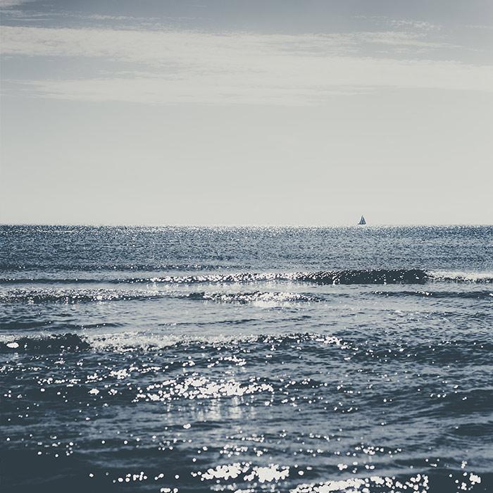 front_square_sea_sailing